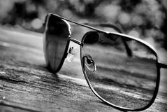 γκρι γυαλιών στοκ φωτογραφίες με δικαίωμα ελεύθερης χρήσης