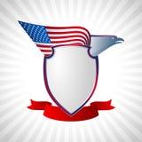 Γκρι υποβάθρου πετάγματος φτερών σημαιών αμερικανικών ασπίδων αετών Στοκ φωτογραφία με δικαίωμα ελεύθερης χρήσης