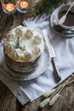 Γλασαρισμένο κέικ πιπεροριζών και κολιβρίων ημερομηνιών στοκ εικόνα