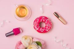 Γλυκά γυναικεία εξαρτήματα μόδας καθορισμένα Τοπ όψη Στοκ εικόνα με δικαίωμα ελεύθερης χρήσης