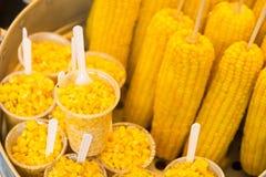 Γλυκά δημητριακά που βράζονται στο δοχείο ανοξείδωτου στην αγορά, Ταϊλάνδη Στοκ Εικόνες