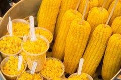 Γλυκά δημητριακά που βράζονται στο δοχείο ανοξείδωτου στην αγορά, Ταϊλάνδη Στοκ φωτογραφία με δικαίωμα ελεύθερης χρήσης