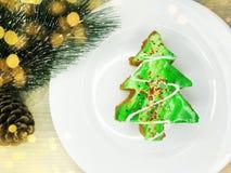 Γλυκά εορταστικά τρόφιμα επιδορπίων κέικ χριστουγεννιάτικων δέντρων Στοκ φωτογραφία με δικαίωμα ελεύθερης χρήσης
