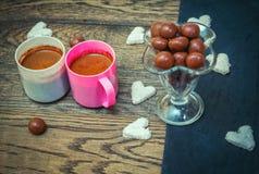 Γλυκά και καφές Στοκ φωτογραφία με δικαίωμα ελεύθερης χρήσης