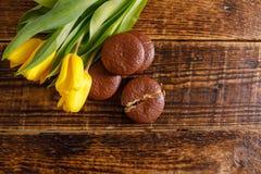 γλυκά λουλουδιών Ένα δώρο για τον αγαπημένο σας Κάρτα με μια θέση στο πλαίσιο του κειμένου σας στοκ φωτογραφίες με δικαίωμα ελεύθερης χρήσης