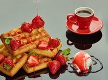 Γλυκά τρόφιμα: Κανένας-ψήστε το κέικ με oatmeal τα μπισκότα Στοκ Φωτογραφίες