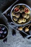 Γλυκές μπουλέττες δαμάσκηνων με τους σπόρους παπαρουνών Στοκ εικόνες με δικαίωμα ελεύθερης χρήσης