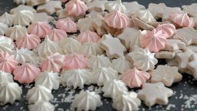 Γλυκό επιδόρπιο κατατάξεων μαρέγκας τροφίμων μαγειρεύοντας απόθεμα βίντεο