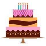 Γλυκό κέικ γενεθλίων με πέντε καίγοντας κεριά Στοκ φωτογραφίες με δικαίωμα ελεύθερης χρήσης