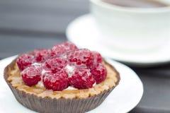 Γλυκό κέικ με τα σμέουρα Στοκ Εικόνες