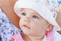 γλυκό κοριτσιών μπλε ματ&iot Στοκ φωτογραφίες με δικαίωμα ελεύθερης χρήσης