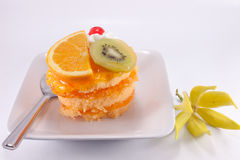 γλυκό λευκό καρπού κέικ &alpha στοκ φωτογραφίες με δικαίωμα ελεύθερης χρήσης