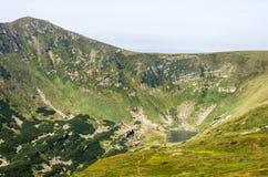 γλυκό νερό στα βουνά κορσικανικά βουνά βουνών λιμνών λάκκας creno de Γαλλία της Κορσικής Στοκ Εικόνα