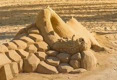 Γλυπτό άμμου δράκων στην παραλία Στοκ εικόνες με δικαίωμα ελεύθερης χρήσης