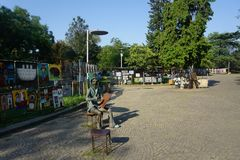 Γλυπτό αγοράς Σαββάτου τέχνης οδών του Tbilisi στοκ εικόνες