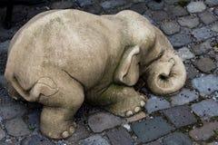 γλυπτό ελεφάντων στην άσφαλτο Στοκ εικόνα με δικαίωμα ελεύθερης χρήσης