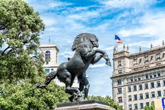 Γλυπτό ενός αλόγου στο Plaza Catalunya στη Βαρκελώνη, Ισπανία Στοκ φωτογραφία με δικαίωμα ελεύθερης χρήσης