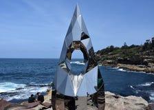 Γλυπτό θαλασσίως κατά μήκος του Bondi στον παράκτιο περίπατο Coogee στοκ φωτογραφίες με δικαίωμα ελεύθερης χρήσης