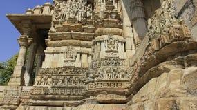 γλυπτό Θεά στην πέτρινη διακόσμηση γλυπτικών στον ινδό ναό Στοκ Εικόνα
