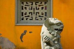 Γλυπτό λιονταριών φυλάκων στοκ φωτογραφίες