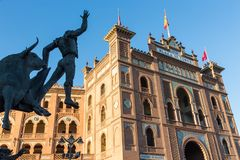 Γλυπτό ταυρομάχων μπροστά από το χώρο Plaza de Toros de Las Ventas ταυρομαχίας στη Μαδρίτη, Ισπανία Στοκ φωτογραφία με δικαίωμα ελεύθερης χρήσης