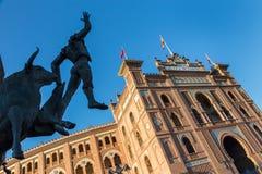Γλυπτό ταυρομάχων μπροστά από το χώρο Plaza de Toros de Las Ventas ταυρομαχίας στη Μαδρίτη, Ισπανία Στοκ Φωτογραφία