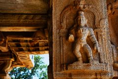 Γλυπτό του ειδώλου Λόρδου Krishna στο ναό Vittala, Hampi, Karnataka, Ινδία στοκ φωτογραφία