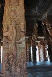 Γλυπτό του Λόρδου Krishna που αναρριχείται στο δέντρο στο ναό Vittala, Hampi, Karnat στοκ εικόνες με δικαίωμα ελεύθερης χρήσης