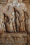 Γλυπτό του Λόρδου Rama, Lakshman και Sita στο ναό Vittala, Hampi, Karnataka, Ινδία στοκ εικόνα