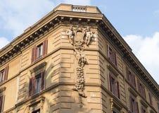 Γλυπτό του putti σε ένα δημόσιο κτίριο στη Ρώμη, Ιταλία Στοκ φωτογραφία με δικαίωμα ελεύθερης χρήσης
