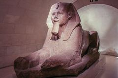 Γλυπτό του sphinx στο μουσείο του Λούβρου Επίσκεψη του Λούβρου στοκ εικόνες με δικαίωμα ελεύθερης χρήσης