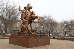 Γλυπτό του ST George στη πλατεία της πόλης στο κέντρο της πόλης Georgievsk στη Ρωσία Στοκ φωτογραφία με δικαίωμα ελεύθερης χρήσης