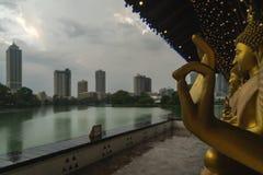 Γλυπτό χαλκού του Βούδα ναών της Σρι Λάνκα Colombo στοκ εικόνες