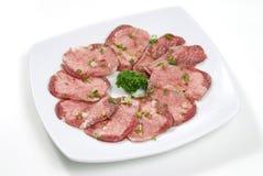 Γλώσσα βόειου κρέατος που τεμαχίζεται Στοκ εικόνα με δικαίωμα ελεύθερης χρήσης