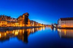 Γντανσκ τη νύχτα με τον ιστορικό γερανό λιμένων Στοκ φωτογραφία με δικαίωμα ελεύθερης χρήσης