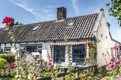 Γοητεία λίγου ολλανδικού σπιτιού Στοκ φωτογραφία με δικαίωμα ελεύθερης χρήσης