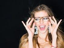 Γοητεία, ευτυχής γυναίκα στα γυαλιά γοητείας Το χαμόγελο γυναικών γοητείας με τη γοητεία κοιτάζει στοκ εικόνες με δικαίωμα ελεύθερης χρήσης