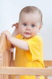 Γοητεία του παιδιού στο παχνί στοκ φωτογραφία