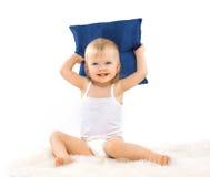 Γοητεία του χαριτωμένου μικρού κοριτσιού με ένα μαξιλάρι στοκ εικόνα με δικαίωμα ελεύθερης χρήσης