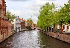 Γοητευτικά κτήρια και κανάλια της Μπρυζ Βέλγιο Στοκ φωτογραφία με δικαίωμα ελεύθερης χρήσης