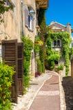 """Γοητευτική αλέα στην πόλη Άγιος-Paul-de-Vence στην Προβηγκία, υπόστεγο δ """"azur, Γαλλία στοκ φωτογραφία με δικαίωμα ελεύθερης χρήσης"""