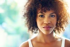 Γοητευτική μαύρη γυναίκα στοκ φωτογραφίες