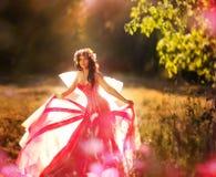 Γοητευτική νύμφη στο δάσος Στοκ Φωτογραφίες