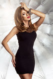 Γοητευτική curvy γυναίκα brunette Στοκ εικόνα με δικαίωμα ελεύθερης χρήσης