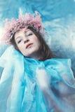 Γοητευτικός σε μια μπλε διάθεση Στοκ Φωτογραφίες