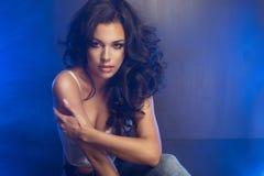 Γοητευτικός curvy brunettewoman Στοκ Εικόνες