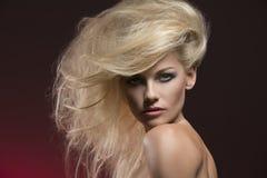 Γοητευτικό θηλυκό πορτρέτο ομορφιάς Στοκ Φωτογραφία