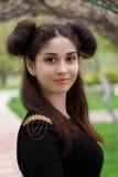 Γοητευτικό πορτρέτο ενός νέου κοριτσιού brunette με τα όμορφα μάτια Στοκ Φωτογραφίες