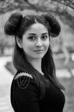 Γοητευτικό πορτρέτο ενός νέου κοριτσιού brunette με τα όμορφα μάτια, Στοκ Εικόνες