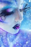 Γοητευτικό πορτρέτο του θηλυκού με τις δημιουργικές ιδιαίτερες τέχνη προσοχές α σωμάτων Στοκ Εικόνα